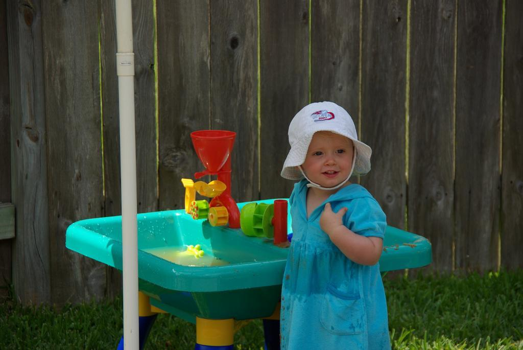 little girls at water table kinesthetic-kid.com